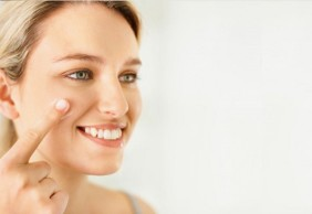 Học cách chăm sóc da khô bị mụn