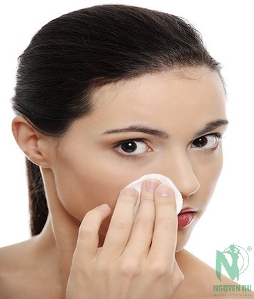 Chăm sóc da khô bị mụn an toàn và hiệu quả